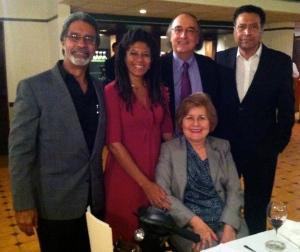 Escritores ganadores junto a Carlos Roberto Gómez Beras, Editor y Presidente de Isla Negra.