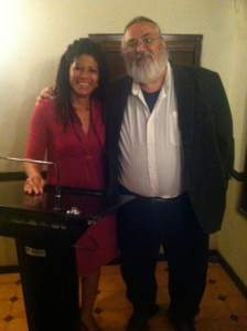 Yvonne Denis junto a Roberto Ramos Perea.