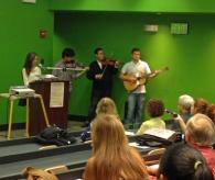 Acto artístico de poesía y concierto de violín de estudiantes de la Facultad.