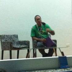 El poeta Alberto Martínez Márquez hablando de la Revista Cuadrivium.