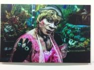 Una de las fotografías en la exposición en la Fábrica de Arte Cubano espacio que fue una fábrica de aceite.
