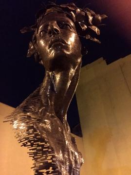 Una de las obras expuestas en el Malecón de La Habana en la pasada 12 Bienal de La Habana.