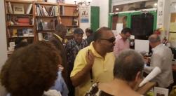Algunos colegas y amigos acompañando a Denis Rosario.